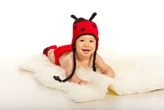 Muchacho feliz con el sombrero divertido de la mariquita Foto de archivo libre de regalías