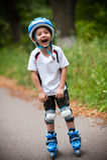 Muchacho feliz con los patines Foto de archivo libre de regalías