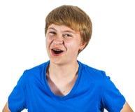 Muchacho feliz de risa lindo aislado en blanco Foto de archivo