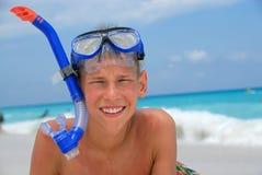 Muchacho feliz del tubo respirador   Fotos de archivo