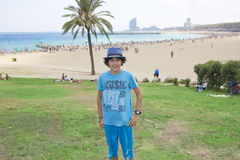 Muchacho feliz en Barcelona Foto de archivo