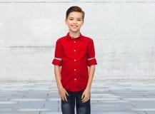 Muchacho feliz en camisa roja Imagen de archivo libre de regalías