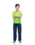 Muchacho feliz en camiseta verde del polo Fotos de archivo