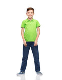 Muchacho feliz en camiseta verde del polo Fotografía de archivo libre de regalías