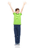 Muchacho feliz en la camiseta del polo que aumenta las manos para arriba Fotos de archivo libres de regalías