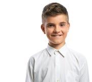 Muchacho feliz en la sonrisa blanca de la camisa Imagenes de archivo