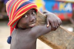 Muchacho feliz en tugurios en Accra, Ghana Foto de archivo libre de regalías
