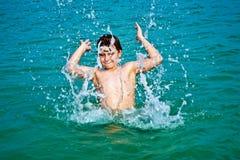 Muchacho feliz joven con el pelo marrón Fotografía de archivo libre de regalías