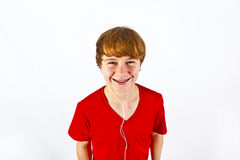 Muchacho feliz que escucha la música Fotos de archivo