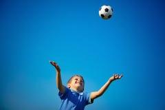 Muchacho feliz que juega la bola Fotos de archivo libres de regalías