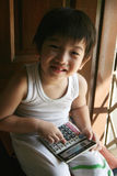 Muchacho feliz que usa la calculadora Fotos de archivo libres de regalías