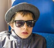 Muchacho hermoso en gafas de sol Fotografía de archivo