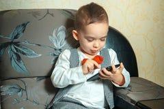 Muchacho hermoso joven con el bowtie Imágenes de archivo libres de regalías