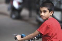 Muchacho indio con la bicicleta Foto de archivo libre de regalías
