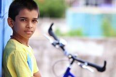 Muchacho indio con la bicicleta Imagenes de archivo
