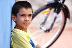 Muchacho indio con la bicicleta Imagen de archivo libre de regalías