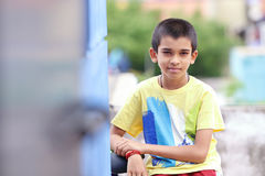 Muchacho indio que presenta a la cámara Fotos de archivo