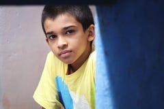 Muchacho indio que presenta a la cámara Fotografía de archivo