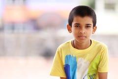 Muchacho indio que presenta a la cámara Foto de archivo