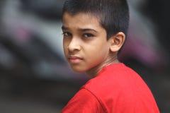 Muchacho indio que presenta a la cámara Foto de archivo libre de regalías