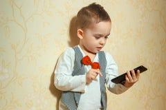 Muchacho joven alegre en traje elegante Fotografía de archivo
