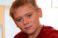 Muchacho joven atractivo del primer Fotografía de archivo
