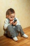 Muchacho joven con el teléfono móvil Imagen de archivo libre de regalías