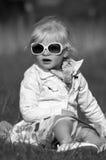 Muchacho joven con la explicación de la madre fotografía de archivo