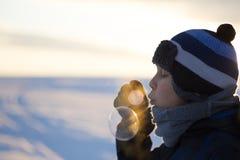 Muchacho joven con las burbujas Fotos de archivo libres de regalías