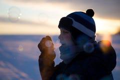 Muchacho joven con las burbujas Foto de archivo