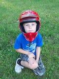 Muchacho joven con un casco Fotos de archivo
