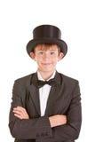 Muchacho joven confiado apuesto en un sombrero de copa Imagen de archivo libre de regalías