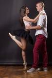 Muchacho joven de la muchacha de la mujer del hombre de la bailarina de los pares 20 años Imágenes de archivo libres de regalías