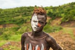 Muchacho joven de la tribu africana Mursi, Etiopía Imagen de archivo libre de regalías