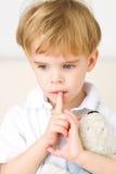Muchacho joven de pensamiento Foto de archivo libre de regalías
