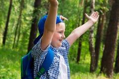 Muchacho joven en bosque Fotografía de archivo