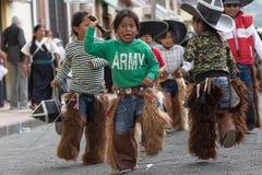 Muchacho joven en el desfile de Inti Raymi en Ecuador Imagen de archivo libre de regalías