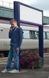 Muchacho joven en el teléfono móvil Fotografía de archivo