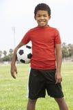 Muchacho joven en equipo de fútbol Imagen de archivo libre de regalías