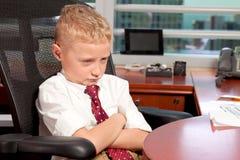 Muchacho joven en oficina de asunto Fotografía de archivo