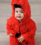 Muchacho joven en traje mullido rojo Fotografía de archivo