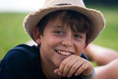 Muchacho joven en un jardín Fotos de archivo