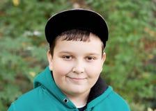 Muchacho joven en una gorra de béisbol Fotografía de archivo libre de regalías