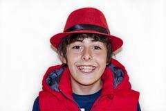 Muchacho joven feliz con los apoyos Foto de archivo