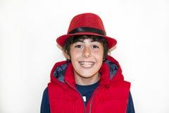 Muchacho joven feliz con los apoyos Fotos de archivo libres de regalías