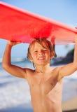 Muchacho joven feliz en la playa Imagen de archivo