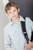 Muchacho joven hermoso con su mochila de la escuela Foto de archivo libre de regalías