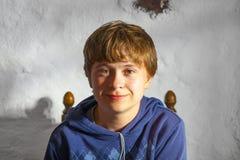Muchacho joven lindo en un restaurante Fotos de archivo