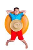 Muchacho joven lindo que se relaja en un tubo interno Imagenes de archivo