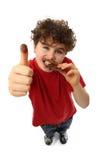 Muchacho joven que come la barra del chocolate Imagen de archivo libre de regalías